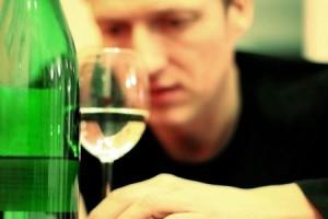 муж выпивает